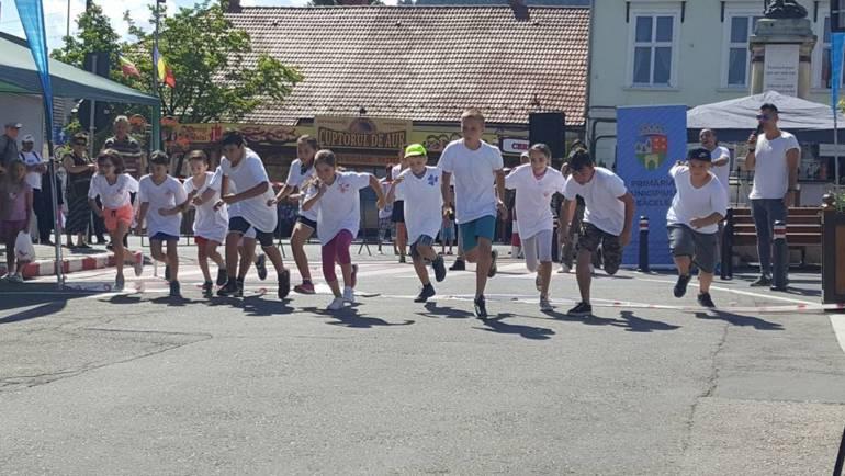 Prima zi de Sântilia – cros, fotbal și jocuri interactive