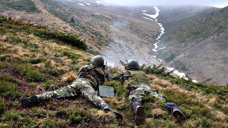 Exercițiu militar în munții Grohotiș, joi, 14 noiembrie