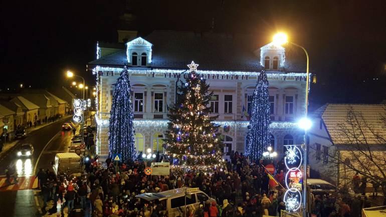 Caravana Sărbătorilor de Iarnă și Aprinderea Luminilor de Sărbători – vineri, 6 decembrie