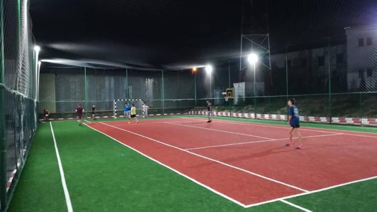 Un nou teren de sport multifuncțional în municipiul Săcele