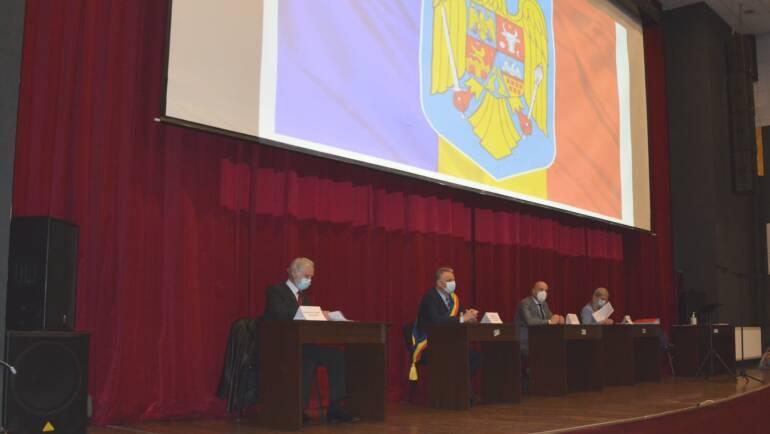 Primarul Virgil Popa și consilierii locali au depus jurământul