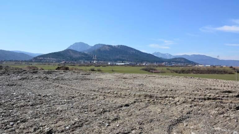 """Lucrările de închidere a """"Depozitului de deșeuri municipale clasa B Subobrej-Săcele"""" au ajuns la un grad de realizare de 73%."""