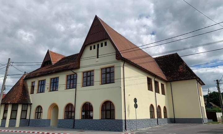 """Finalizarea lucrărilor de modernizare exterioară la """"Clubul Elevilor"""""""